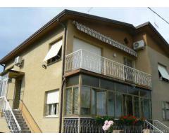 Villa di 7 locali in Vendita