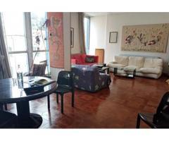 Camera libera in ampio appartamento